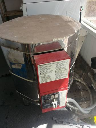 Kiln - Skutt Electric Kiln Ready to fire ceramics - $200 (Heights,  Houston )