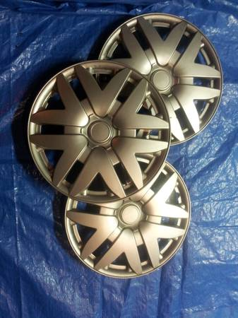 (3) 15 Inch Hubcap Wheel Cover Autozone Walmart Brand Style - $10 (Dickinson)