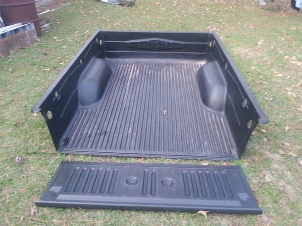 toyota tacoma BED LINER - $100 (hockley tx)