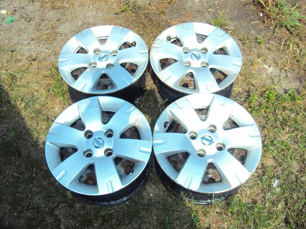 2011 NISSAN SENTRA RIMS AND CATS - $150 (HOUSTON)