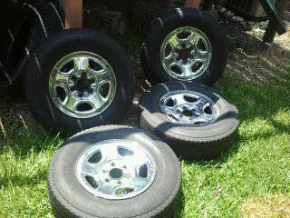 RIMS AND TIRES FOR CHEVY TRUCK TAHOE GMC YUKON - $180 (BAYTOWN TX)
