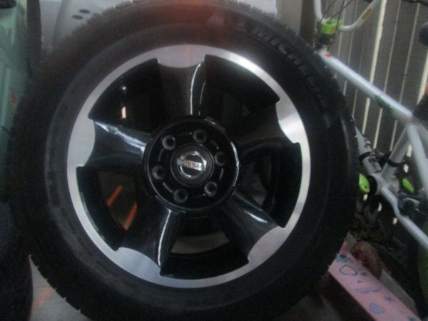 Nissan Frontier 18 custom rims with tires - $800 (east houston)