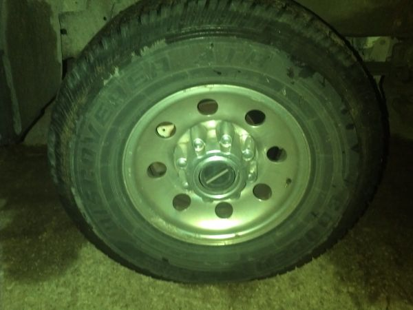 ford f250 stock rims and tires - $325 (baytownbeach city)