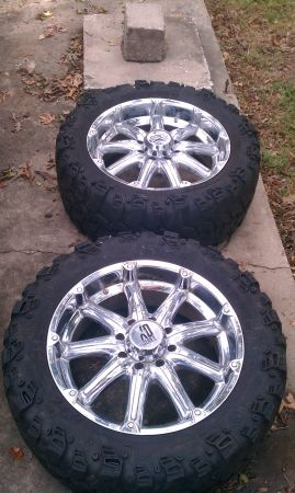 saletrade 22 kmc xd badlands with 35 14 22 super swer tire - $1 (Conroe)