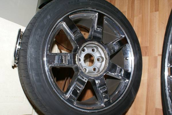 OEM Cadillac Escalade Wheels Tires. Fits Chevy GMC - $1150 (290 1960)