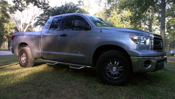 N-FAB Tundra DC steps nerf bars running boards - $350 (Tomball)