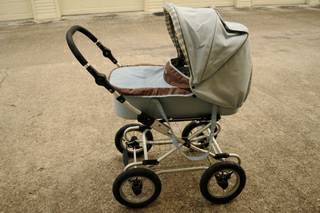 Bumbleride Queen B stroller w bassinet and canopy - $250 (Med Center)