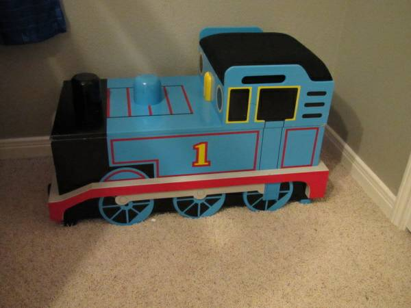 Thomas the Train toy box - x0024125 (Katy)