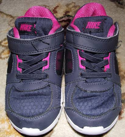 TODDLER GIRL NIKE SHOES SIZE 8.5 (PEARLAND)