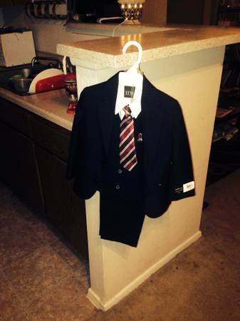Van Heusen 4 piece suit size 3T BRAND NEW TAGS ATTACHED - $20 (Cypress)