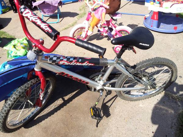 girl and boy bicycle clothes quilts etc.. - $20 (beechnut)