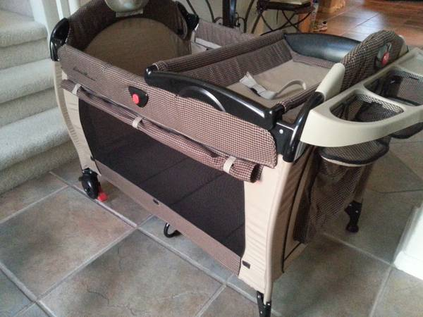 Eddie Bauer PlayYard Portable Crib - $45 (West Pearland (Beltway 8 and Hwy 288S))