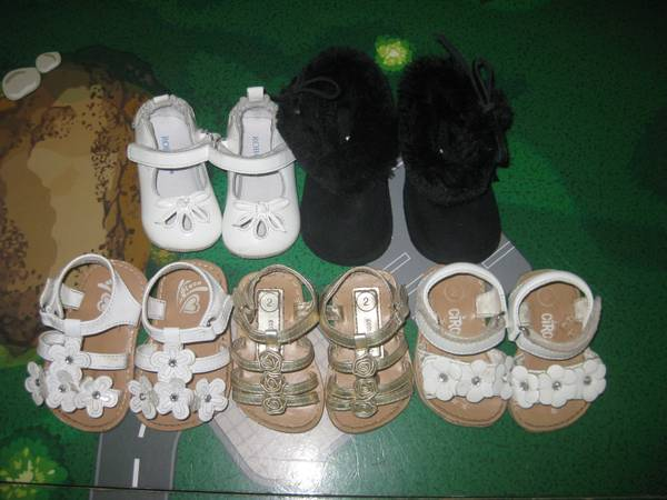Size 2 and 3 Baby Girl Shoes - $3 (Katy)