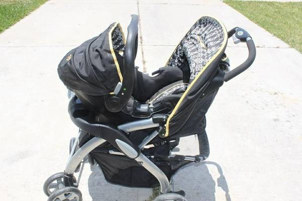 Beautiful travel system (car seat, stroller, one base) $125 obo (Humbleatascocita)