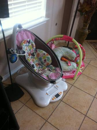 Mamaroo - pink- - $80 (Channelview east Houston )