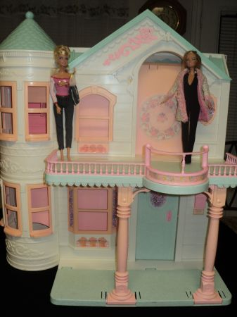 (BARBIE VICTORIAN DREAM DOLL HOUSE) - $40 (249northpointe - tomball)