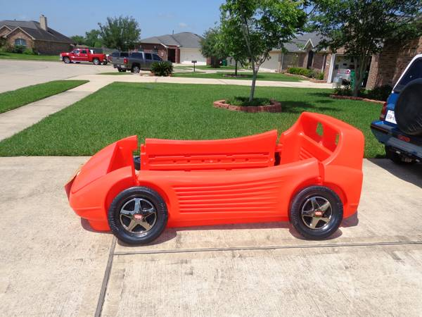 Little tikes car bed - $125 (Alvin)