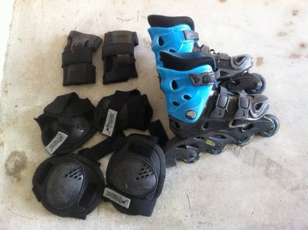 Inline Skates Size Yth 4 with pads - $10 (PearlandMedical center)