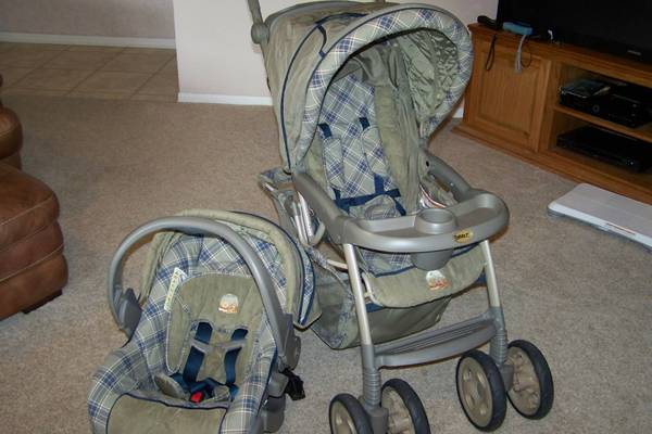 stroller with 2 car seat s and extra base - $100 (lake jackson)