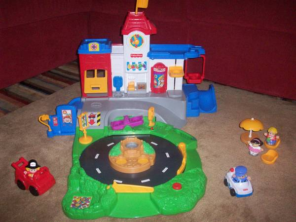 Discovery City by Fisher-Price (Ultimate Little People Playset) - $40 (HoustonPearland)