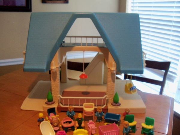Vintage little tikes blue roof dollhouse - $20 (Katy Cinco Ranch)