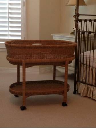 Pottery Barn Bassinet and matching bedding - $150 (Memorial)