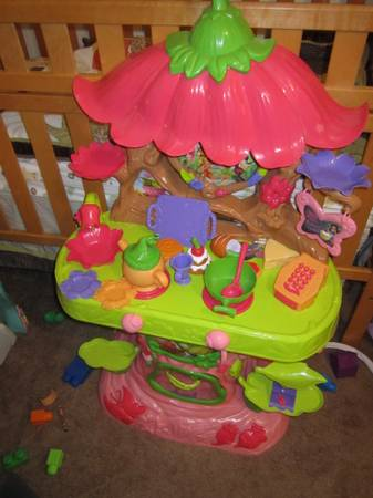 tinkerbell play kitchen - $40 (Deer Park)