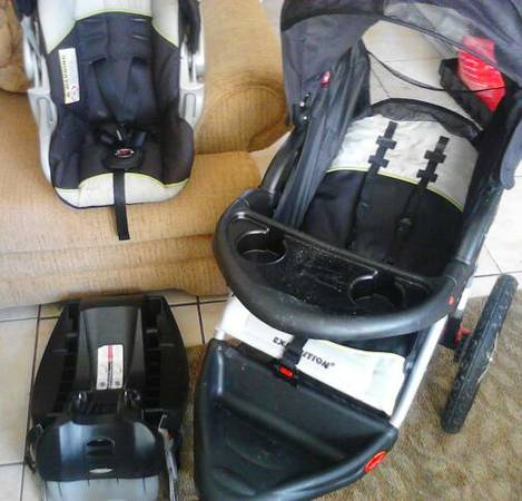 Babytrend jogger, carseat and base - $150 (North Wayside)