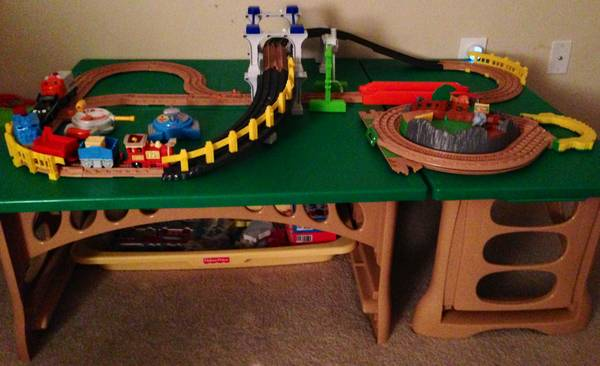 GEOTRAX TRAIN TABLE RC SET - $100 (MED CENTER)