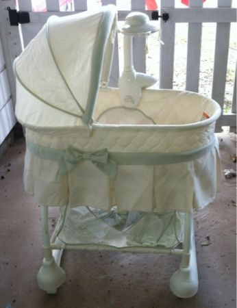Kolcraft cuddle n care rocking bassinet - $40 (Spring)