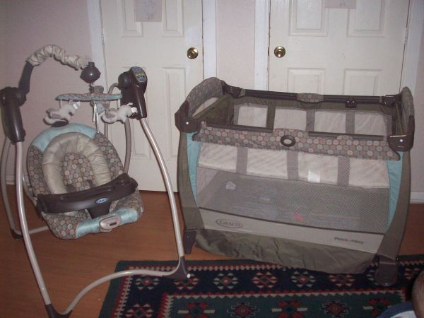 GRACO SET SWING ELECTRIC  PACKN PLAY IN VERY GOOD CONDITION - $70 (CLOSE DOWNTOWN)