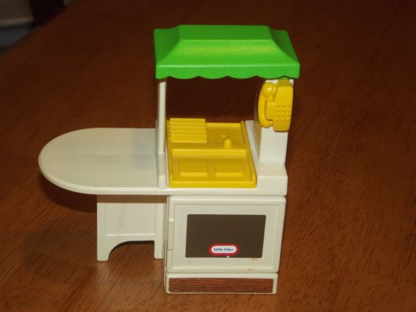 Vintage dollhouse sized little tikes kitchen - $8 (Katy)