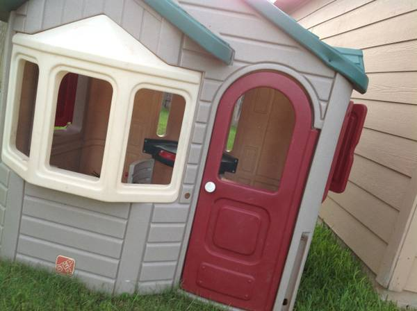 Step2 Naturally playful welcome home playhouse - $100 (RichmondKaty )