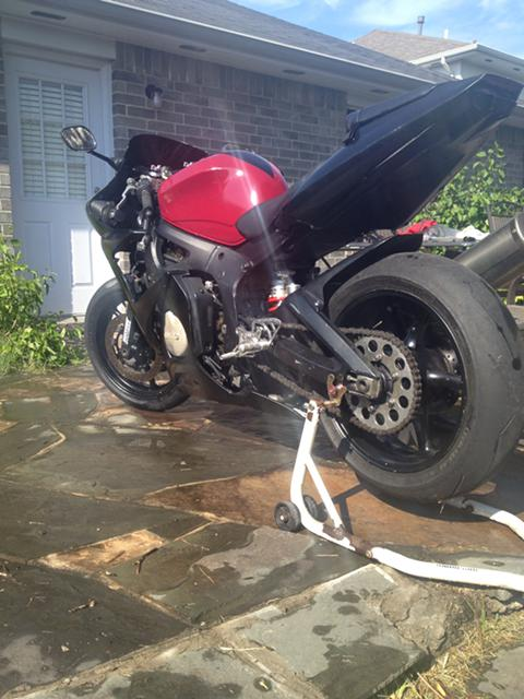 $2,200, YAMAHA R6 low miles great bike for the price read description