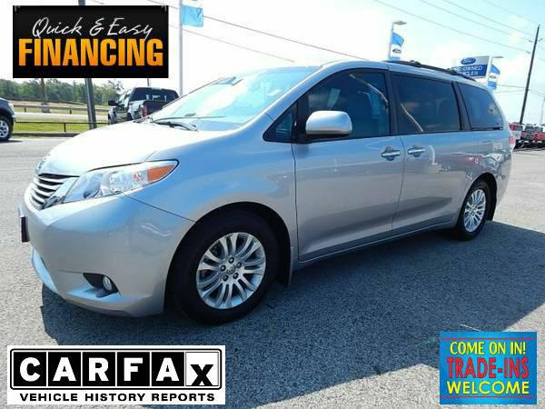 25 989  2013 Toyota Sienna XLE  3RD ROW  LEATHER  NAV  SUNROOF