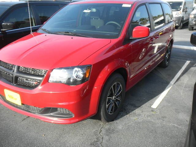 26 185  New 2015 DODGE Grand Caravan SE in Houston  TX