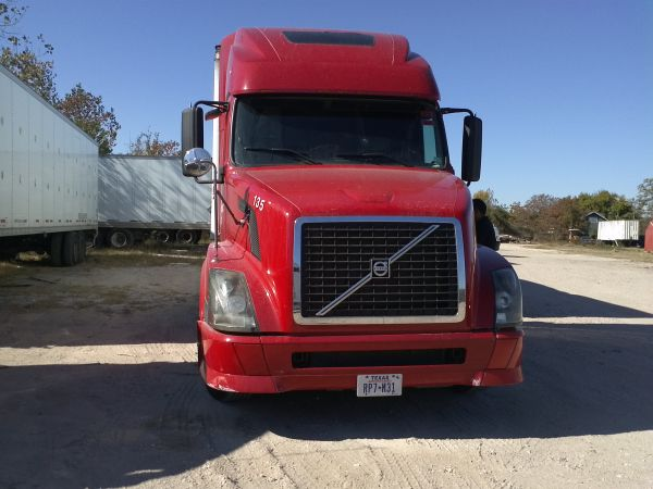 I HAVE A SEMI TRUCK 18 WHEELER FOR SALE (HOUSTON)