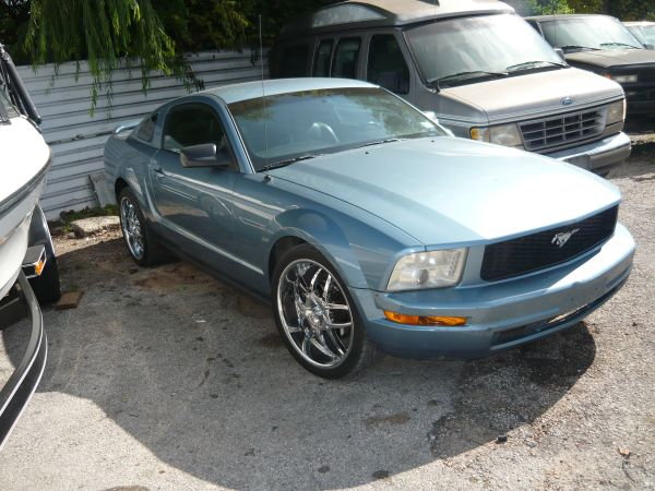 2005 FORD MUSTANG WITH 20 NEW TIRES AND RIMS - $6995 (11606 EASTEX FRWY, HOUSTON)