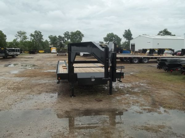 New Tandem Axle Gooseneck - $6377 (Houston,281-447-1414)