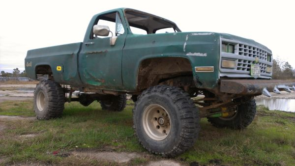 Big Chevy 4x4 Mud Truck - 12 lift - Off road Trail Rescue - $4500 (Dickinson)