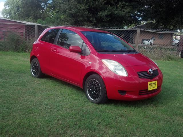 4 988  2007 Toyota Yaris 5 Speed 2dr Hatchback in Red  1 Owner  Warranty