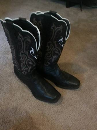 Ladies cowgirl boots - $100 (Spring Branch Tx)