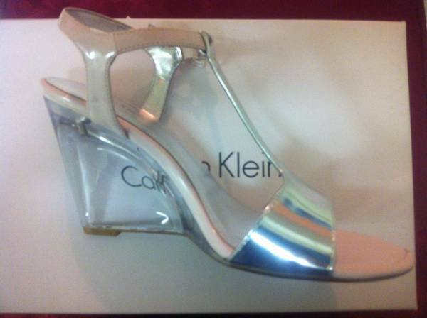WOMANS SHOES CALVIN KLEIN PINK SILVER 8m NEW REDUCED - $50 (GALLERIA)