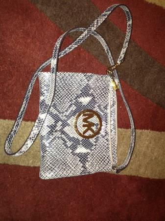 Like New Michael Kors cross body - $60 (Katy tx)