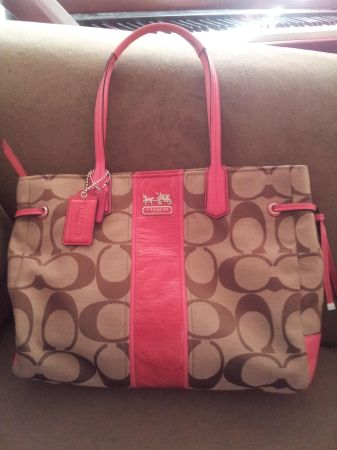 coach purse nwt - $120 (77012 gulfgate )