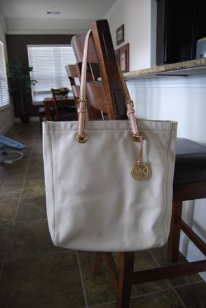 Michael Kors white leather purse. Excellent condition. Smoke free home - $100 (Katy, TX)