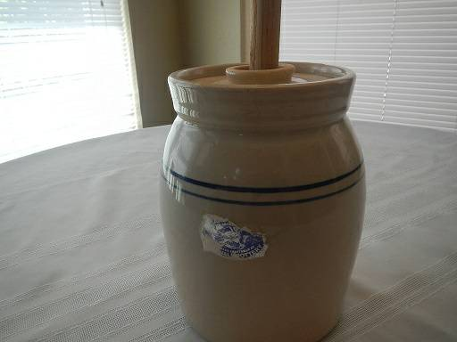 BUTTER CHURN POTTERY - $20 (friendswood)