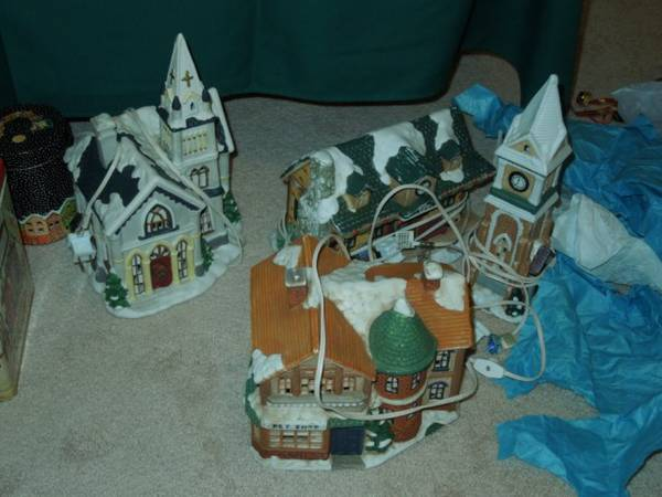 Christmas Village 4 lit pieces - $15 (Katy Cinco West Houston)