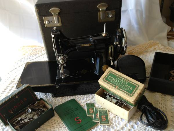Working 1936 Singer 221 Featherweight - $450 (League City)