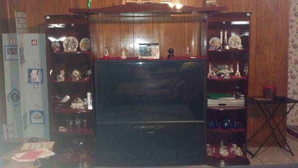 55 MITSUBISHI HD TV WITH ENTERTAINMENT CENTER - x0024350 (NW)